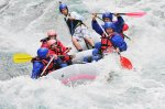 White water rafting pe raul Jiu si invitati